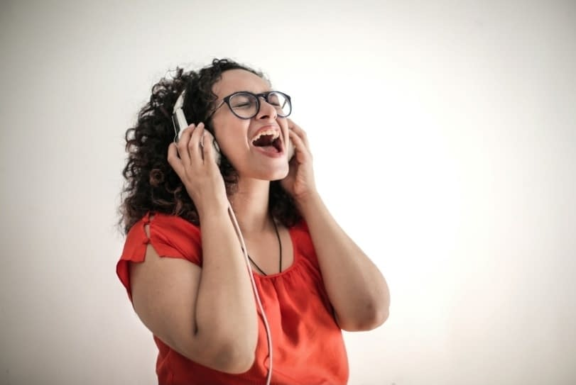 How to improve your singing voice without training songs